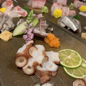 鮮魚を毎日漁港から仕入れてご提供いたします。鮮度が自慢の刺身五点盛